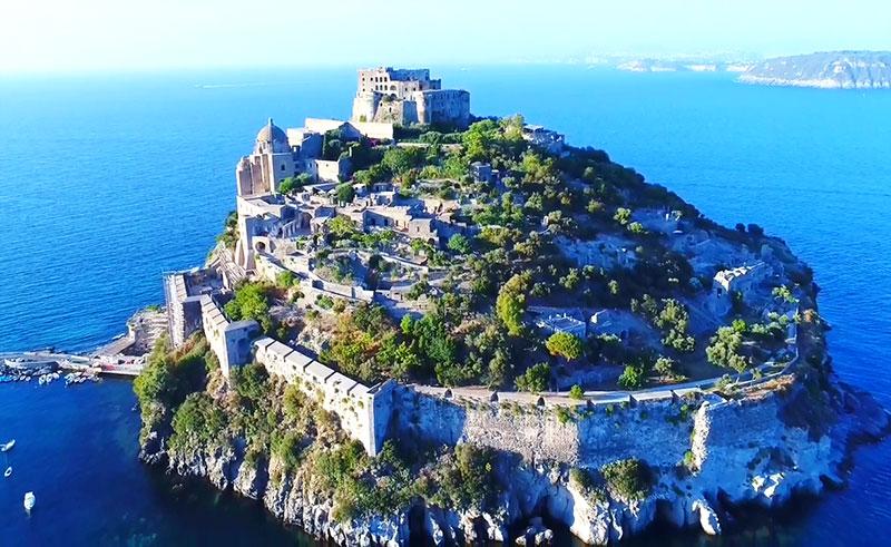 Арагонский замок вид на остров, Искья
