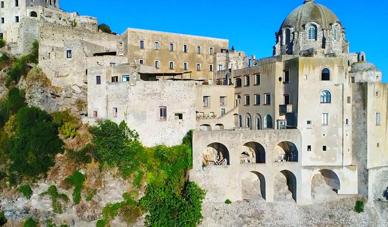 Арагонский замок Искья, вид на сооружения